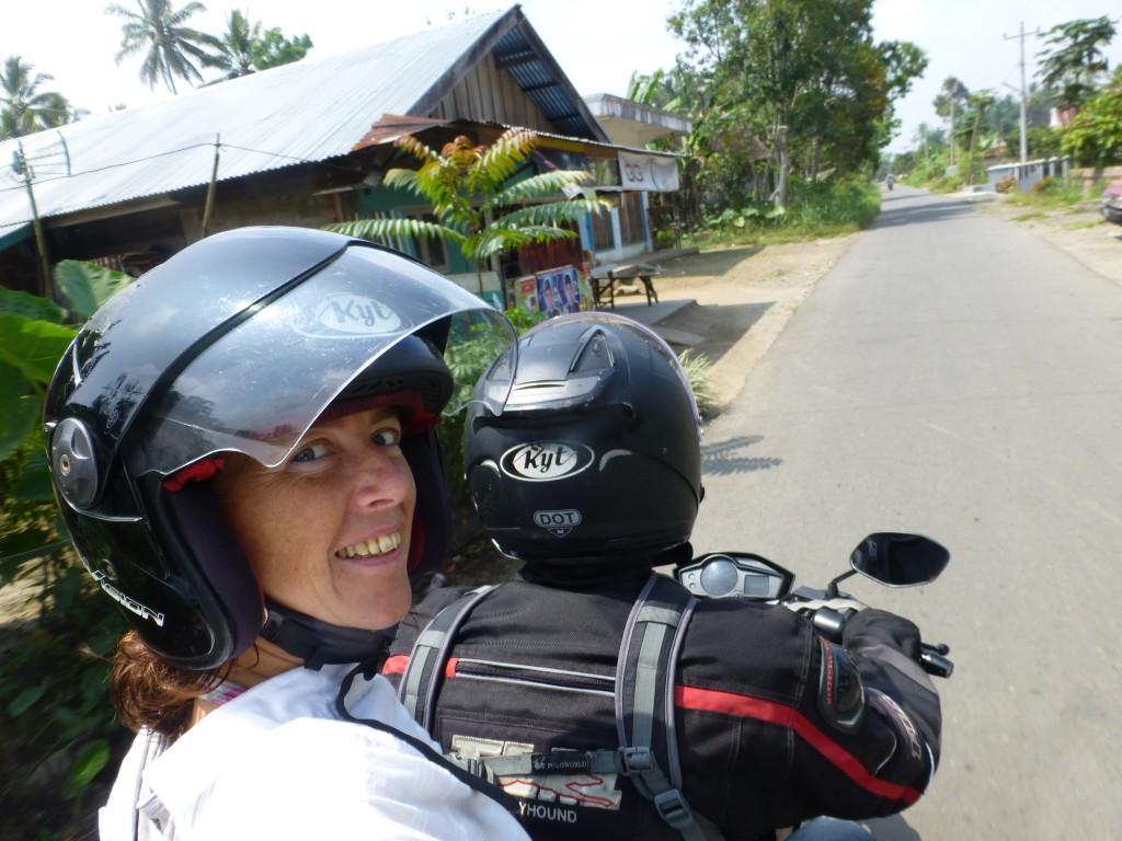 Touren achterop een motor