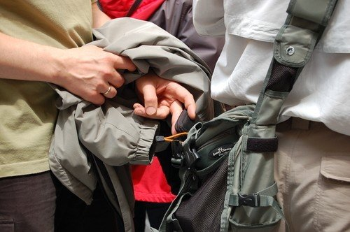 5 Tips for recognizing a  Pickpocket