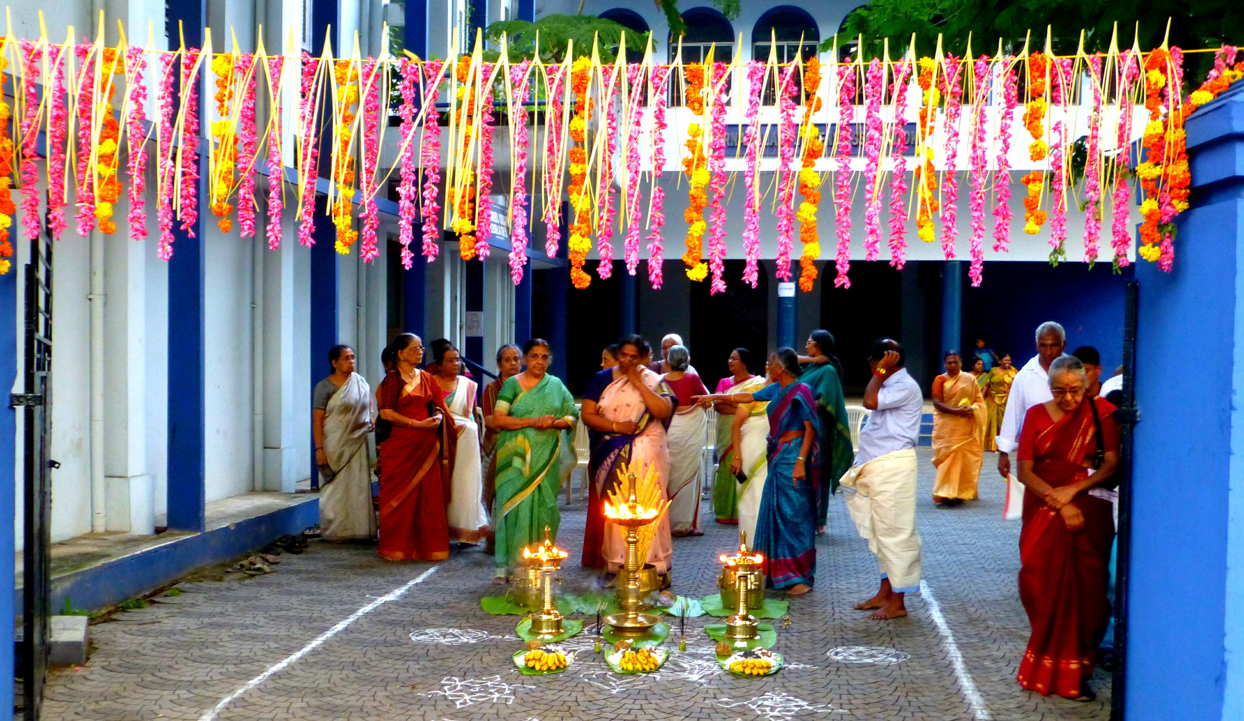Rituelen, gepofte rijst en heilige olifanten in Cochin. Kerala - India