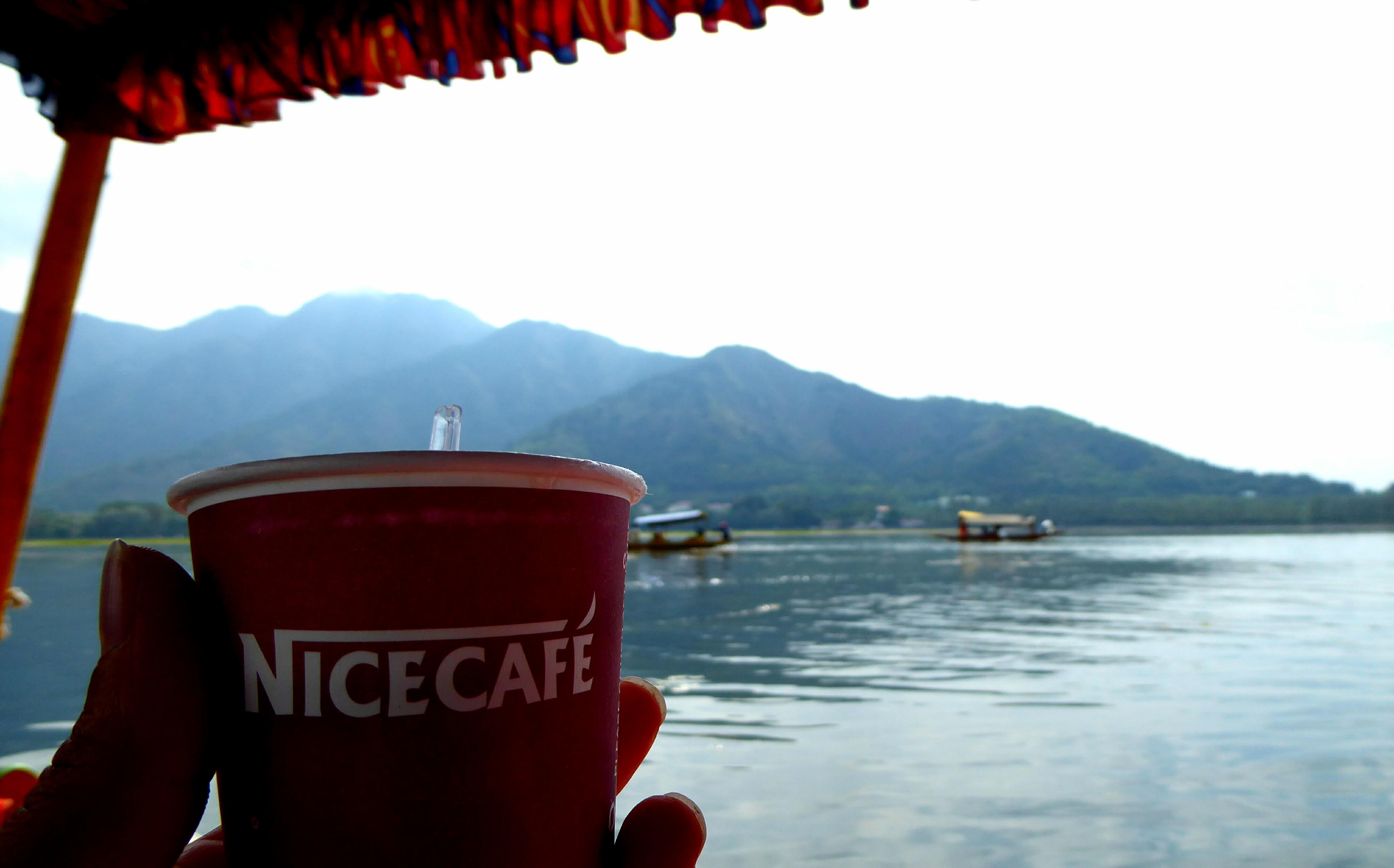 Chai op het Dal meer, Srinagar