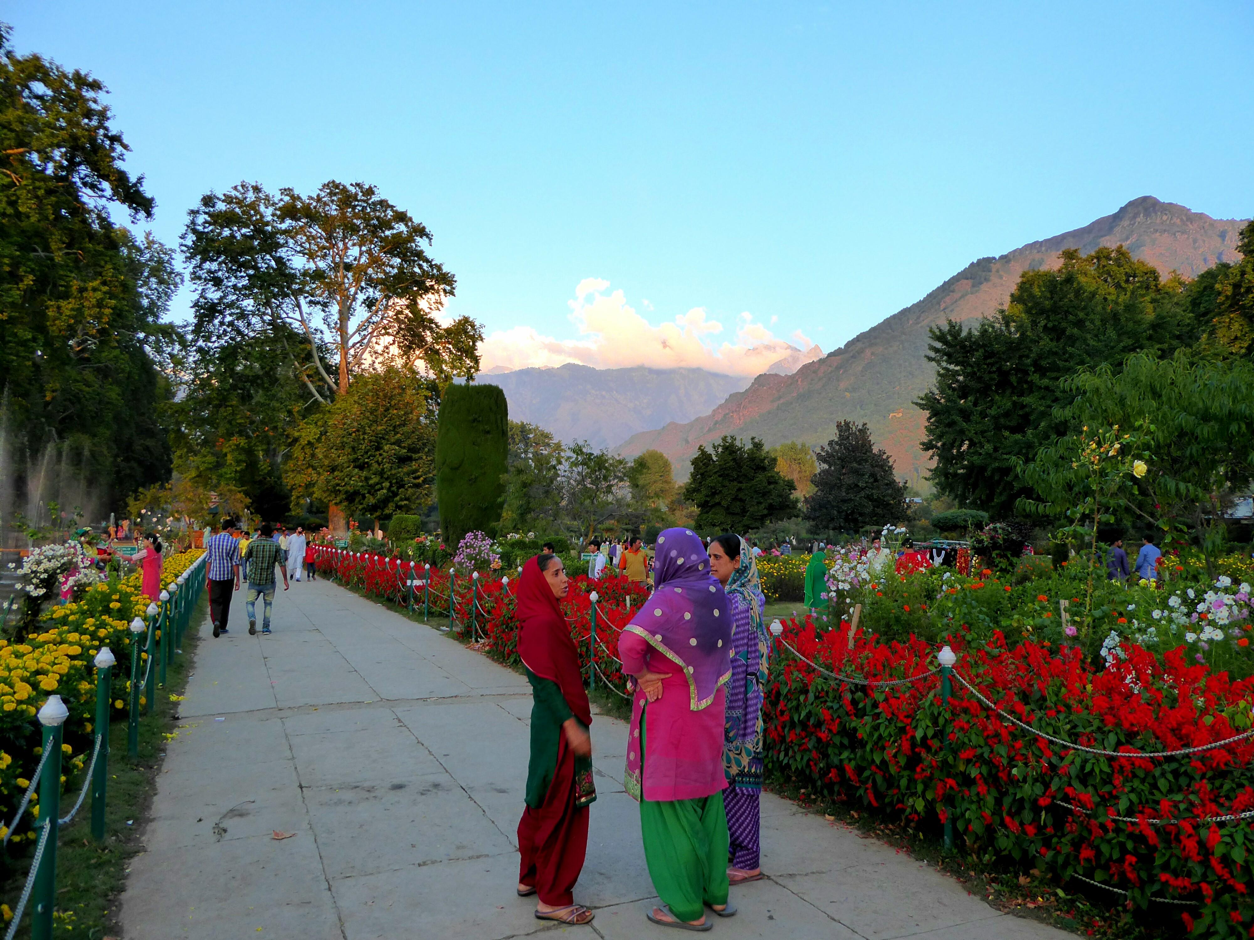 Mensen in de Mogol Tuin, Srinagar