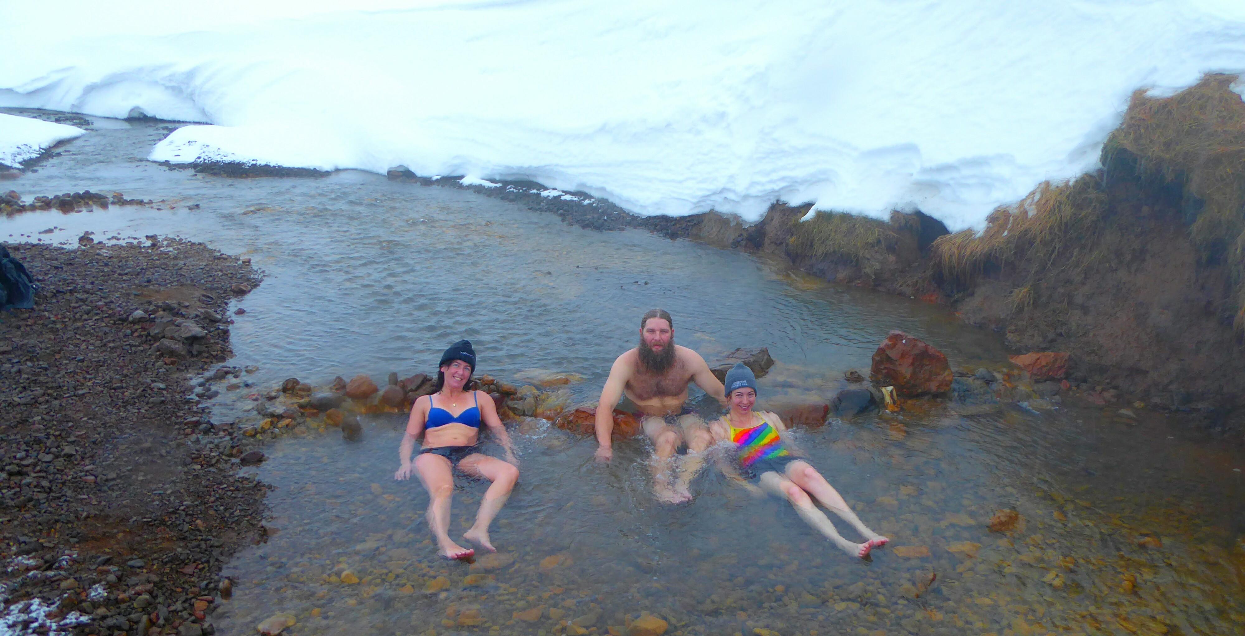 Badderen in een winterlandschap -IJsland