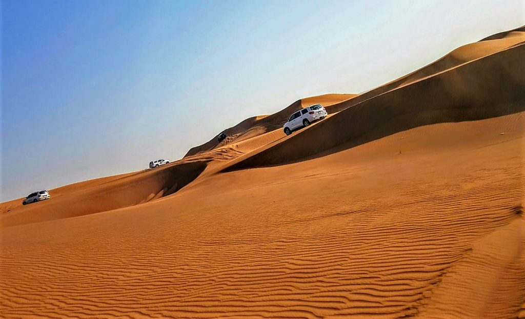 Crossing around the Sanddunes of the UAE