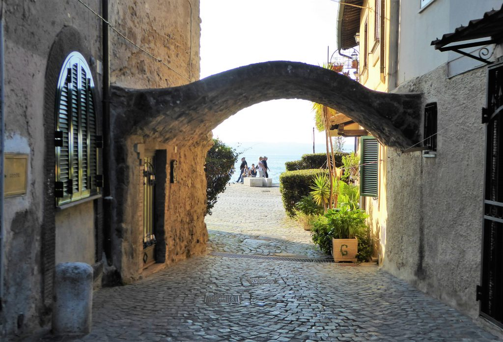 Cycling outside of Rome: Exploring Bracciano & Martignano Lake