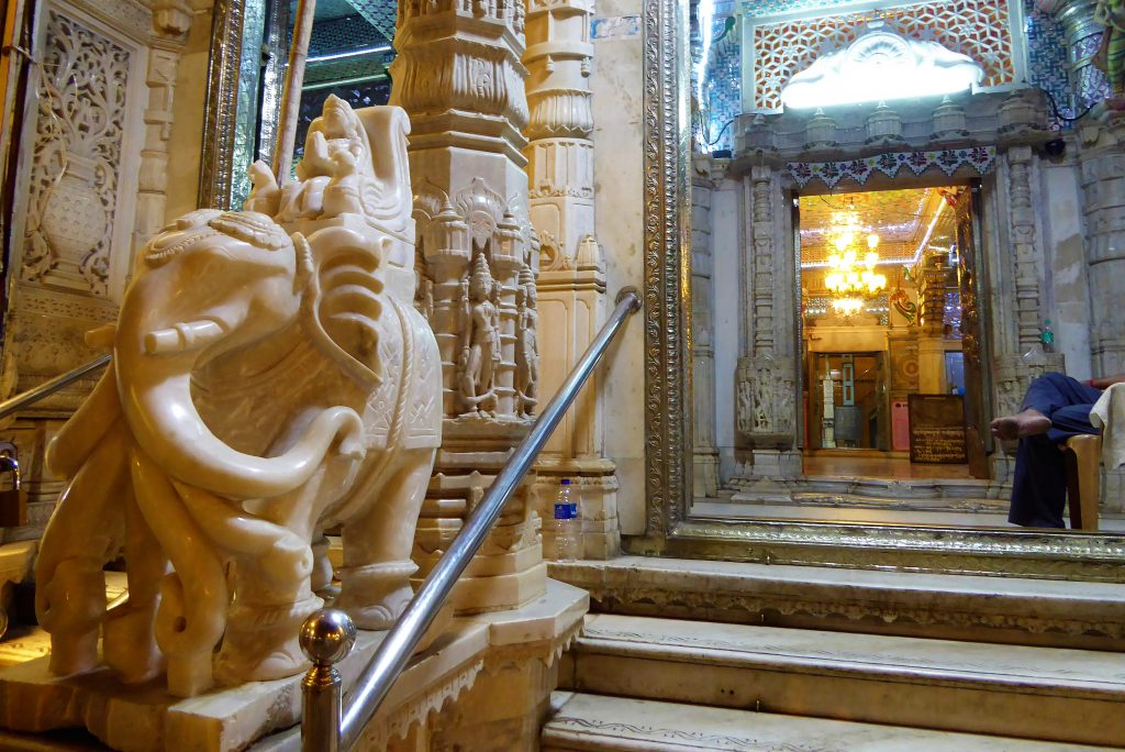 The Complete Travelguide for Mumbai - India (Parsi Temple)