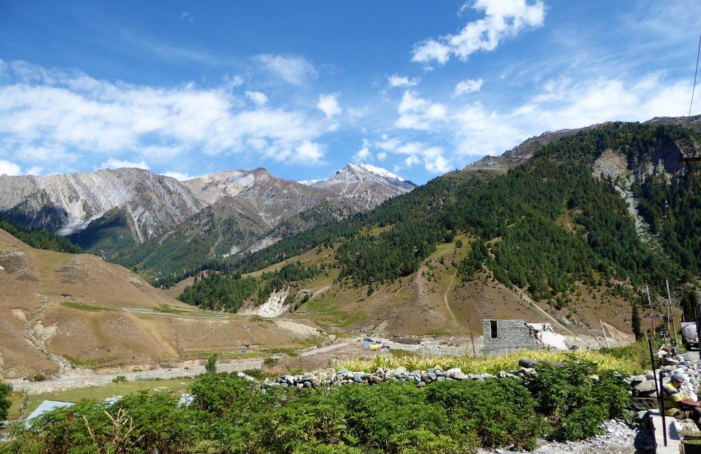 De geweldige bergen van Kashmir, India