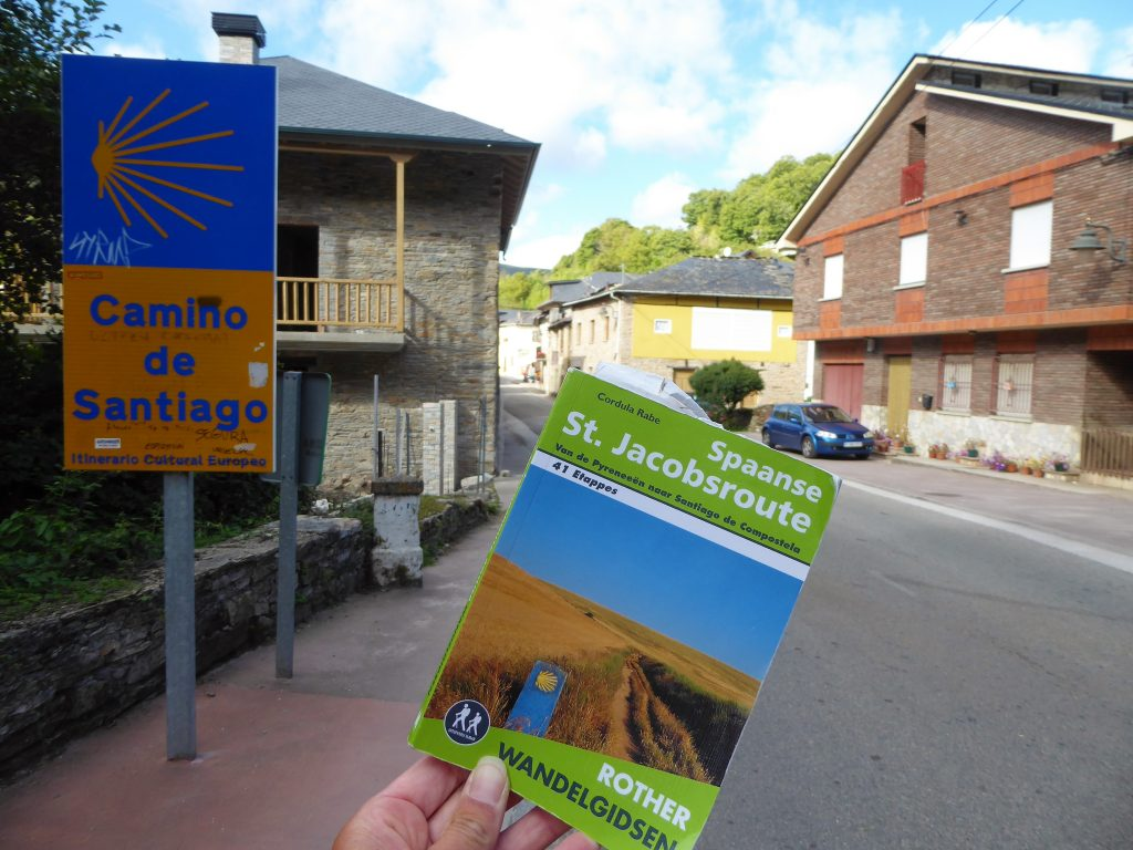 Rother hiking guide for the Camino Frances